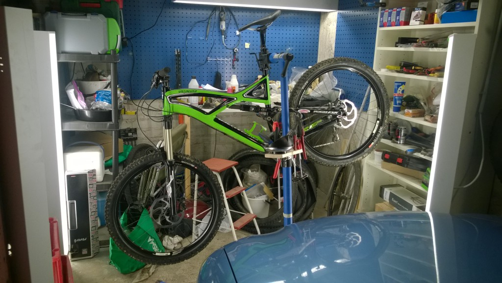 Specialized Enduro Comp 2011 in garage